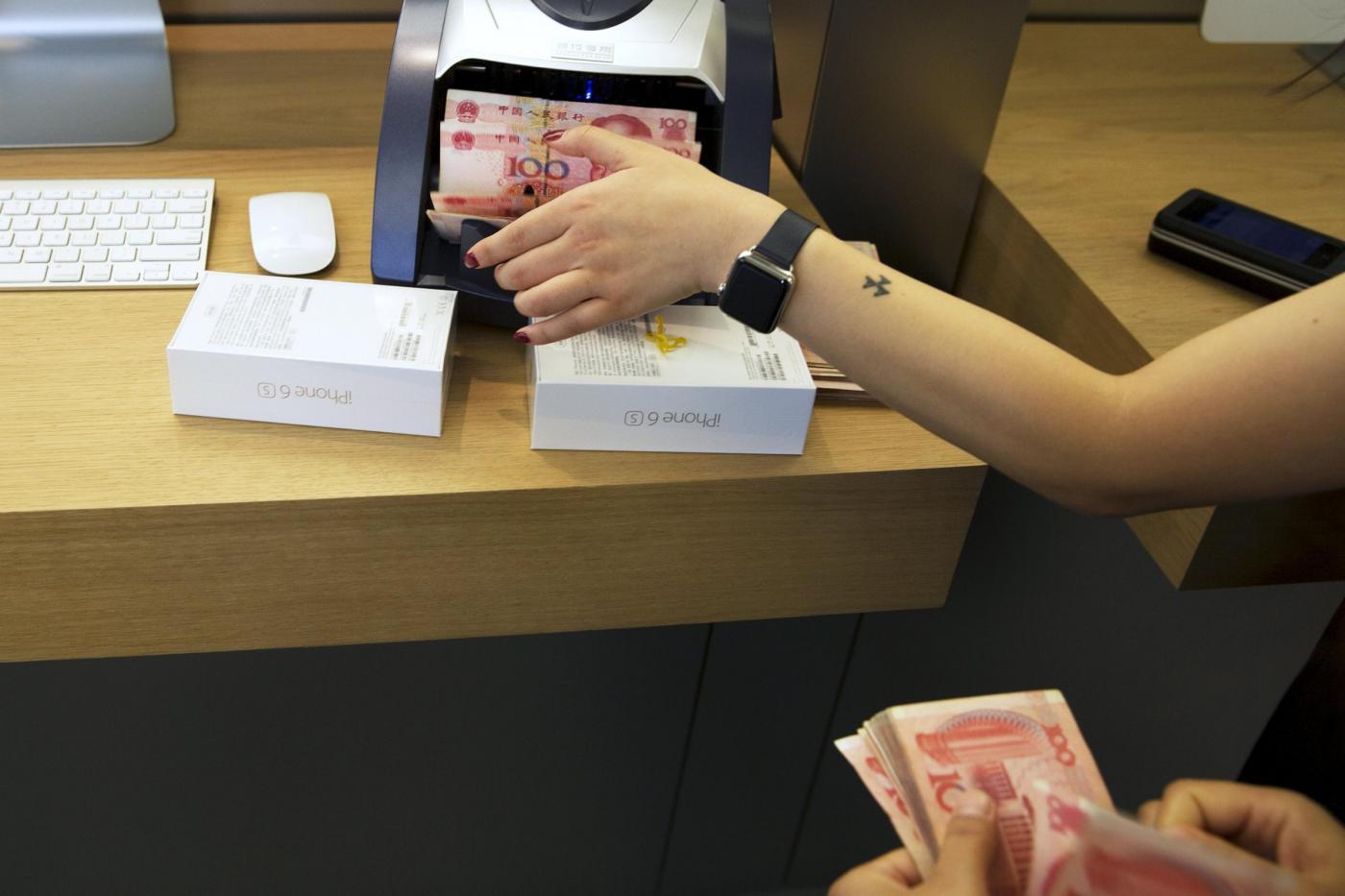 Tokyo, al via le vendite dei nuovi prodotti della Apple
