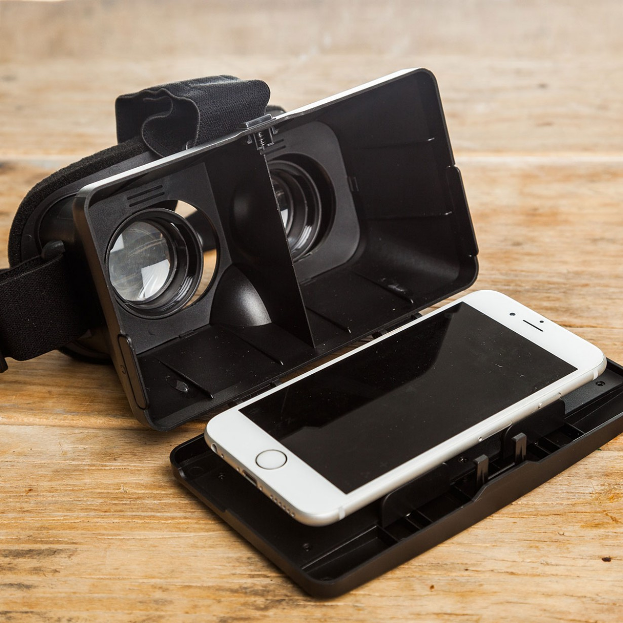 visore realta virtuale per smartphone aperto